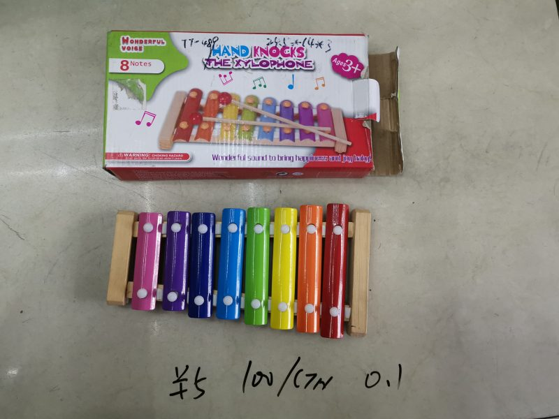 hand knocks the xylophone toys
